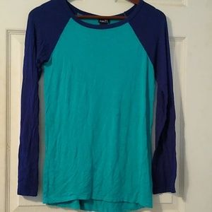 Stretchy long sleeved tee